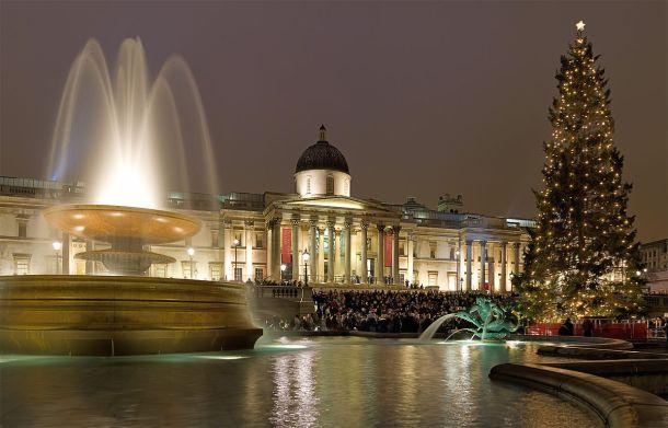 1200px-Trafalgar_Square_Christmas_Carols_-_Dec_2006.jpg